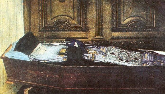 Άγιος Νεκτάριος, 9 Νοεμβρίου: Τα θαύματα και οι χτύποι στον τάφο του.  Βιογραφία